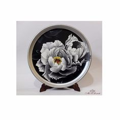 #Decorative #ceramic #dish, representing delicate #peonies in black and white. Realized with the #grisaille #technique. The dish can be hung to the wall with a specific hook (not included).  Suitable for every #style. Diameter 33 cm. All AR.RE.D.ART products are #handmade and #hand-decorated, with non-toxic, high quality, and #ecofriendly materials. 100% #MADEINITALY