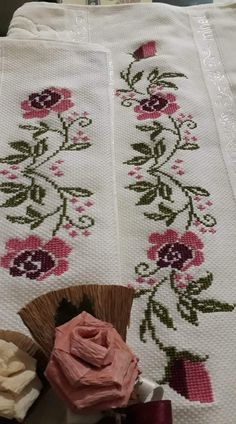 Dilek Saltuk Çetin's media content and analytics Embroidery Works, Hardanger Embroidery, Beaded Embroidery, Cross Stitch Embroidery, Hand Embroidery, Cross Stitch Patterns, Small Cross Stitch, Cross Stitch Kitchen, Cross Stitch Flowers
