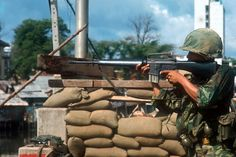 A young US soldier checks the region with his rifle levelled; in the background the sacks of sand are used as instruments of defence. Saigon (Vietnam), (Photo by Angelo Cozzi/Mondadori via Getty Images) Vietnam History, Vietnam War Photos, Saigon Vietnam, South Vietnam, Battlefield Vietnam, Vietnam Voyage, Indochine, Les Cascades, Korean War