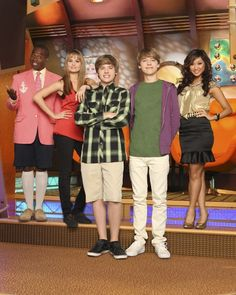 See What Your Fave Disney Channel Shows Would Look Like Now Ellen And Portia Wedding, Zack Et Cody, Suit Life On Deck, Old Disney Channel, Cole Sprouse Wallpaper, Dylan And Cole, Girl Meets World, Boy Meets, Dylan Sprouse