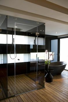 badgestaltung ideen badgestaltung in schwarz mit retro badewanne und boden aus holz - Moderne Bder Mit Holz