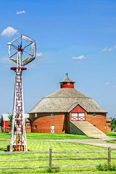 Solve Round Barn and an Unusual Windmill -- Pond Creek, Oklahoma. jigsaw puzzle online with 35 pieces Country Barns, Country Life, Country Living, Country Roads, Barn Pictures, Farm Photo, Farm Barn, Red Barns, Le Moulin
