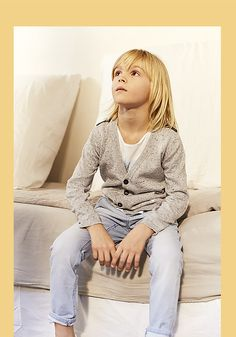 IKKS presents its new boys' clothes collection. A spring/summer season marked by getaways! Boy Haircuts Long, Boys Long Hairstyles, Fashion Kids, Spring Fashion, Spring Outfits, Kids Outfits, Fairy Tail Family, Kids Photography Boys, Young Cute Boys