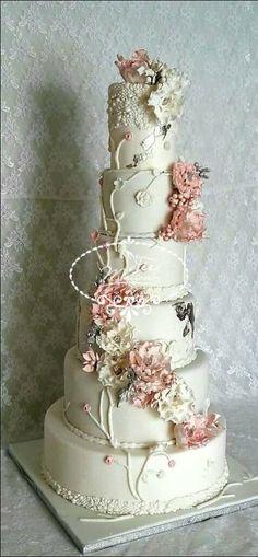 Flowery Cake Wedding by Fées Maison (AHMADI) - http://cakesdecor.com/cakes/289651-flowery-cake-wedding