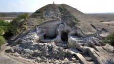 Oudste dorp in Europa gevonden. http://nos.nl/artikel/435505-oudste-dorp-in-europa-gevonden.html