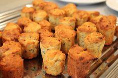 bushcooks kitchen: Mittagsbuffet mit Fingerfood: Blauschimmelküchlein mit Pinienkernen