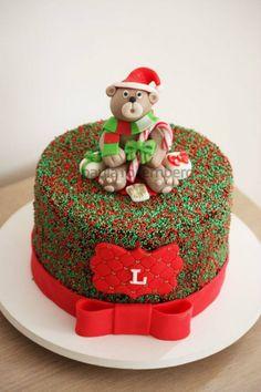 Mesversário Natalino: Ideias de Decoração com Fotos Christmas Themed Cake, Christmas Cake Decorations, Holiday Cakes, Christmas Desserts, Christmas Cookies, Easy Christmas Treats, New Year's Cake, Cake Decorating Tutorials, Buttercream Cake