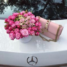 Imagem de flowers, pink, and rose Luxury Lifestyle Fashion, Rich Lifestyle, Flower Bag, Luxe Life, Fab Life, Fancy, Girly Things, Pink Roses, Pink Flowers