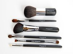 The best makeup demands the best tools. #youniqueproducts #brushes #moodstruck www.youniqueproducts.com