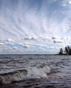 Pyhäjärven rantatyrskyt ja upea viuhkataivas. Finland, Suomi, Eura  Photo by @virpula1