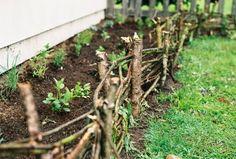 garden grow, houses, side yards, dream hous, gardens, woven fenc, garden idea, fences, garden beds