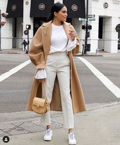 Athleisure in the New Year: Sporty & Chic :: This Is Glamorous Casual Winter Outfits, Winter Fashion Outfits, Classy Outfits, Chic Outfits, Fall Outfits, Glamorous Outfits, Iranian Women Fashion, Womens Fashion, Retro Fashion
