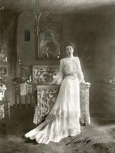"Victoria Melita ""Ducky"" of Saxe-Coburg and Gotha Belle Epoque, Edwardian Era, Edwardian Fashion, Vintage Fashion, Victorian Era, Motif Vintage, Vintage Mode, Princess Victoria, Queen Victoria"