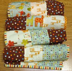 Sewing For Beginners Easy Make 4 baby quilts - I wanted to make some soft and cuddly charity quilts for Mikayla's Grace, and came up with this idea. I hope you'll give it a try the next time you want to make a baby quilt for charity… Quilt Baby, Baby Quilts Easy, Baby Quilts For Boys, Patch Quilt, Quilt Blocks, Rag Quilt, Fat Quarter Projects, Fat Quarters, Sewing Projects For Beginners