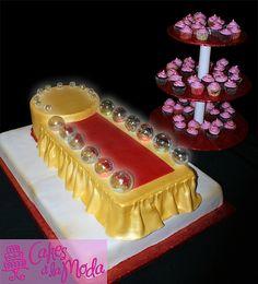 Défilé de mode tapis rouge Red Carpet Fashion Show~ Red Carpet Fashion Show Cake with mini cupcake tower. Real flashing lights lit up the runway! Everything was hand made from sugar. Birthday Cake Models, Spa Birthday Parties, 8th Birthday, Birthday Ideas, Fashion Show Party, Red Carpet Party, Strawberry Shortcake Party, Wedding Party Invites, Cupcake Art