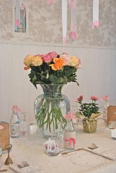 När förnyelsen av löften utväxlades i huset kvällssolen.  www.romantiskahem.blogspot.com
