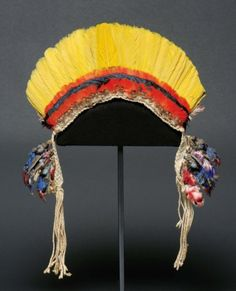 Brazil | Men's headdress/crown made from Macaw and Toucan feathers, from the Urubu-Kaapor people, Rio Gurupi, Maranhao state | First half of the 20th century | 1000€ ~ Sold