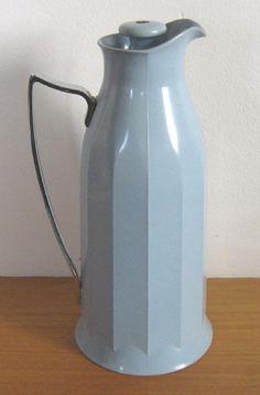 Thermos vintage jug flask, in pale blue Bakelite / plastic (c.1930s) (SOLD Aug. 2008) - www.vanishederas.com