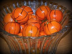 Basketball theme - Decorate cuties to look like basketballs. Perfect for basketball games Sports Theme Birthday, Basketball Birthday Parties, 2nd Birthday Parties, Fruit Birthday, Birthday Ideas, Basketball Baby Shower, Sports Party, Kids Sports, Birthday Basket