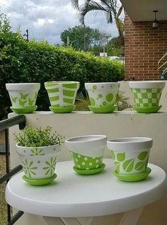 10 Good Ideas to inspire the week - Diy Garden Art ideas Flower Pot Art, Flower Pot Design, Flower Pot Crafts, Clay Pot Crafts, Clay Pot Projects, Painted Plant Pots, Painted Flower Pots, Paint Garden Pots, Decorated Flower Pots