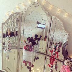 cute vanity set up.