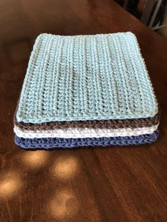 Simple Crochet Dishcloth Pattern Learn the rudiments of how to crocheting, at the very beginning. Half Double Crochet, Single Crochet, Quick Crochet, Diy Crochet, Crochet Phone Cases, Crochet Patterns For Beginners, Knitting Patterns, Cloth Patterns, Scarf Patterns