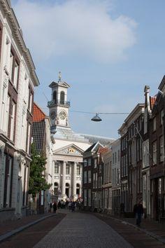 Grotekerksbuurt, doorkijkje naar het stadhuis