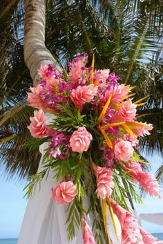 tropical flower arrangements | ... WEDDING FLOWERS - BEACH WEDDING - ALTAR FLORAL ARRANGEMENTS - Blog.hr