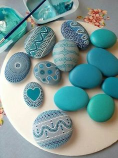 Rock crafts - Pretty Painted Rocks maritime motifs of blue stones paint Pebble Painting, Dot Painting, Pebble Art, Stone Painting, Pebble Stone, Painting Tips, Stone Crafts, Rock Crafts, Diy And Crafts