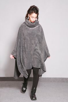 Poncho.Gray high collar- hooded poncho//winter cape.Oversize gray  poncho.Casual oversize fleece cap//sleevless cap/handmade poncho
