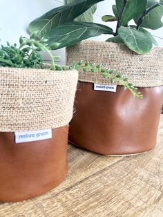 Pot Plant Cover - Copper Faux Leather and hessian Reversible Home Crafts, Diy Home Decor, Diy And Crafts, Plant Bags, Plant Covers, Ideias Diy, Creation Couture, Hessian, Homemade Home Decor