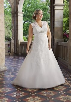 Welchen Brautkleidtypen wählen Sie? Das 'A-Linien Kleid' ist die am meisten gewählte Brautkleidform. Sie beschreibt ein Kleid mit einem Rockteil, der in A Form fällt.