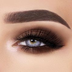 Wanna find makeup for blue eyes that is the most flattering and also appropriate for any occasion? See our collection of the prettiest makeup looks. #makeup #makeuplover #blueeyes