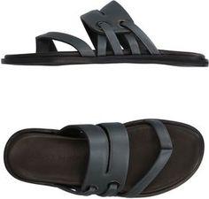 Nigerian Men Fashion, African Men Fashion, Fashion Slippers, Fashion Shoes, Ugg Australia, Male Fashion Trends, Mens Flip Flops, Mens Slippers, Birkenstock