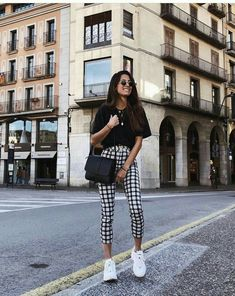 Over-sized T shirt + cropped checkered pants + sneakers