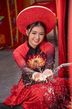 Vietnamese Traditional Dress, Traditional Dresses, Pretty Asian, Beautiful Asian Women, Ao Dai, Sexy Asian Girls, Indian Girls, Vietnam Costume, Beautiful Long Dresses