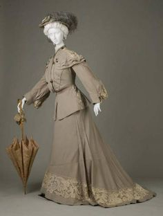 Setting out ensemble, worn while traveling on a honeymoon, 1902.