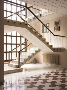 The staircase at Villa Borsani