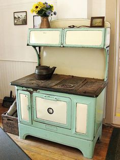 1920's green and green cast iron wood cook stove! I had this one!!!!!
