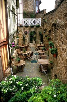 Unique Cafe's And Coffee Shop Innovation Ideas - My Little Think Outdoor Cafe, Outdoor Restaurant, Cafe Restaurant, Outdoor Decor, Outdoor Ideas, Outdoor Lighting, Unique Cafe, Decoration Vitrine, Sidewalk Cafe