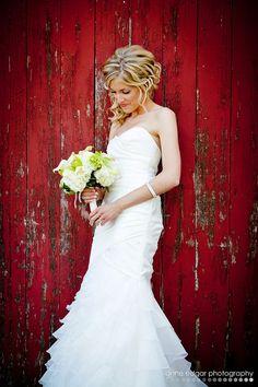 Beautiful bride photo on her wedding day. Bridal Portrait Poses, Bridal Poses, Bridal Photoshoot, Bridal Session, Bridal Shoot, Wedding Poses, Wedding Portraits, Wedding Bride, Farm Wedding