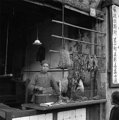 shanghai 1945, old pictures, butcher  - photo by Walter Arrufat (1920-2007)