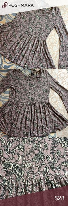 "SALE! American Eagle Soft & Sexy floral tunic A beautiful, like-new soft & sexy blouse in a light pink/mauve color with striking, feminine black and white floral print. Bell sleeve detail and open back with tie detail. Flowy, drapey cut, ultra soft and stretchy! Super cute all-year round. Size XS. Offers welcome!   Shoulder to shoulder 15"" Armpit to armpit 18"" Shoulder to hem 24"" Shoulder to wrist 26"" American Eagle Outfitters Tops Blouses"