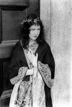 Dorothy Gish in Romola (H. King)