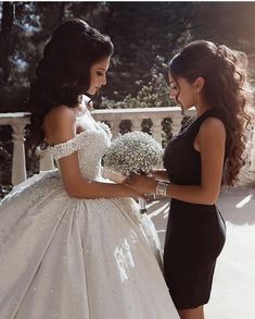Off the Shoulder White Ball Gown Wedding Dresses with Beaded Appliques - Brautkleid - Mariage Robe Making A Wedding Dress, Wedding Dress Gallery, Luxury Wedding Dress, Dream Wedding Dresses, Bridal Dresses, Wedding Gowns, Wedding Clip, Lace Wedding, Mermaid Wedding