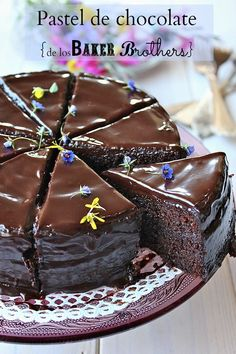 Chocolate cake with chocolate ganache (Spanish recipe) Choco Chocolate, Chocolate Flavors, Chocolate Desserts, Chocolate Ganache, Sweet Recipes, Cake Recipes, Dessert Recipes, Yummy Treats, Delicious Desserts