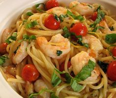 Recette : Spaghetti aux crevettes, tomates, ail, citron et basilic.