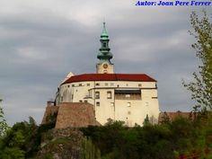 Bratislava, Html, Mansions, House Styles, Travel, Castles, Antigua, Cities, Viajes