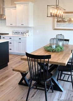 Table With Bench Seat, Kitchen Table Bench, White Dining Table, Farmhouse Kitchen Tables, Kitchen Redo, Home Decor Kitchen, Dining Room Table, Home Kitchens, Kitchen Remodel