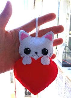 Chaveiro gatinho Handmade Ornaments, Handmade Felt, Felt Ornaments, Felt Bunny, Felt Cat, Chat Kawaii, Diy Quiet Books, Felt Snowman, Felt Dolls